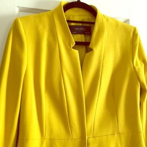 Yellow top coat
